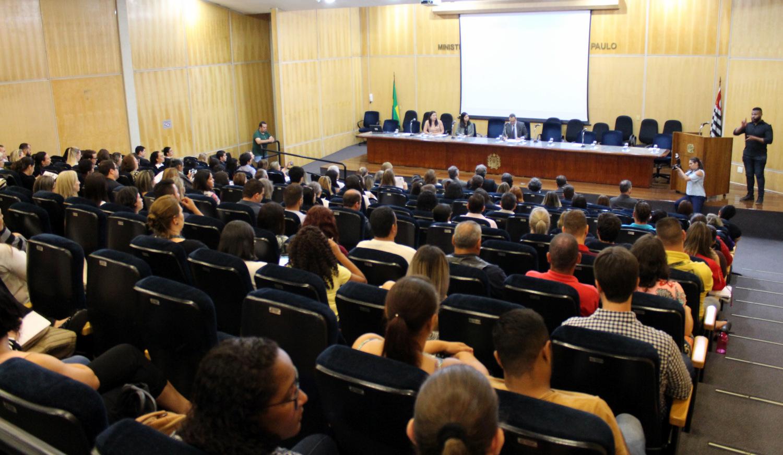 Público assiste ao evento