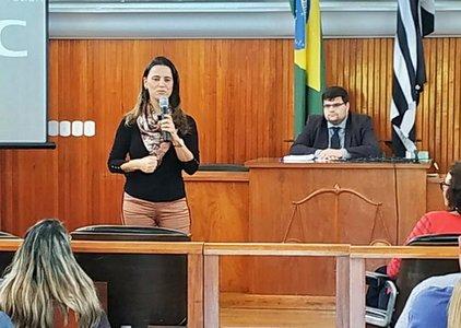 Marcela Agostinho Gomes - curso adoção