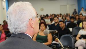 Diretor da ESMP Paulo Sérgio de Oliveira e Costa durante abertura do evento